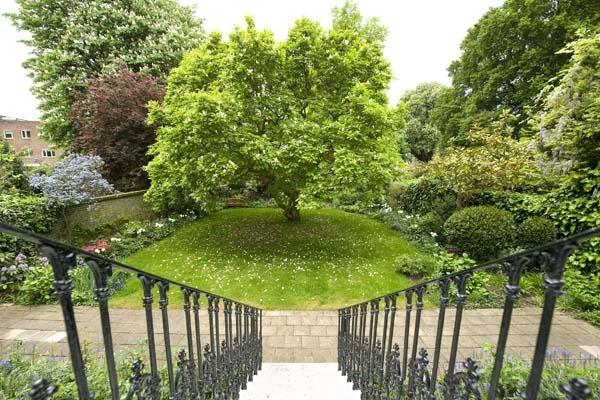 hollland_park_garden_design_hunter.jpg