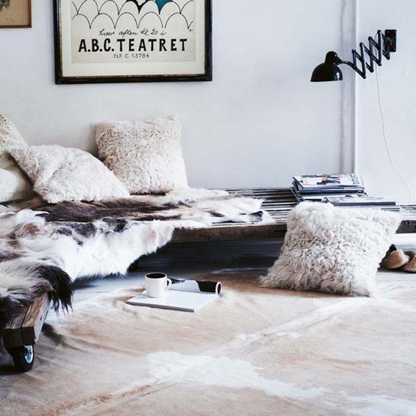 cushions and sheepskin rug Toast AW12