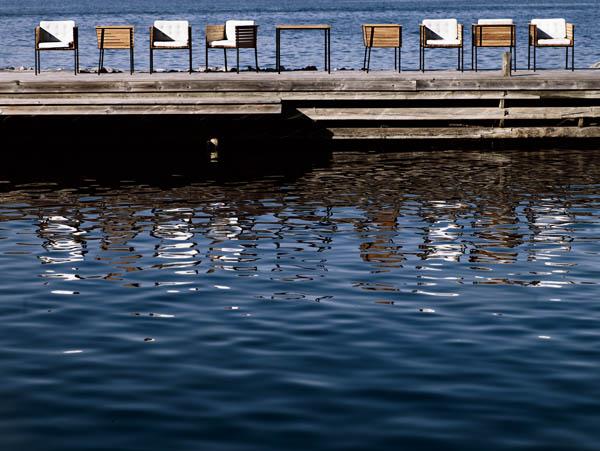 haringe_armchair_teak_black_steel_frame_white_leather_table85_photo_andreas_kock.jpg