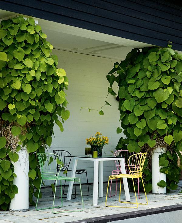 reso_chair_steel_light-green_yellow_pink_dark-green_photo_johan_carlson.jpg