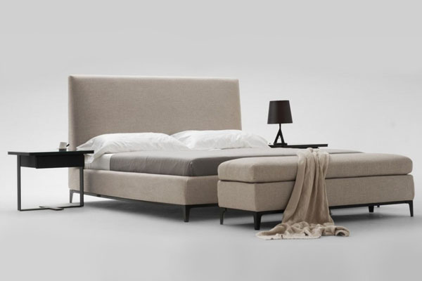 Crescent bed by Camerich | Design Hunter