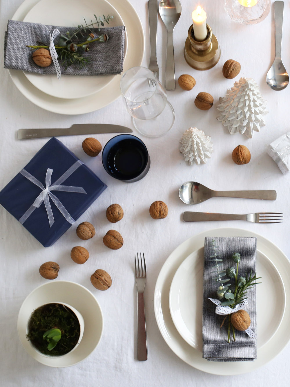 Blue & gold Christmas table setting | Design  Hunter