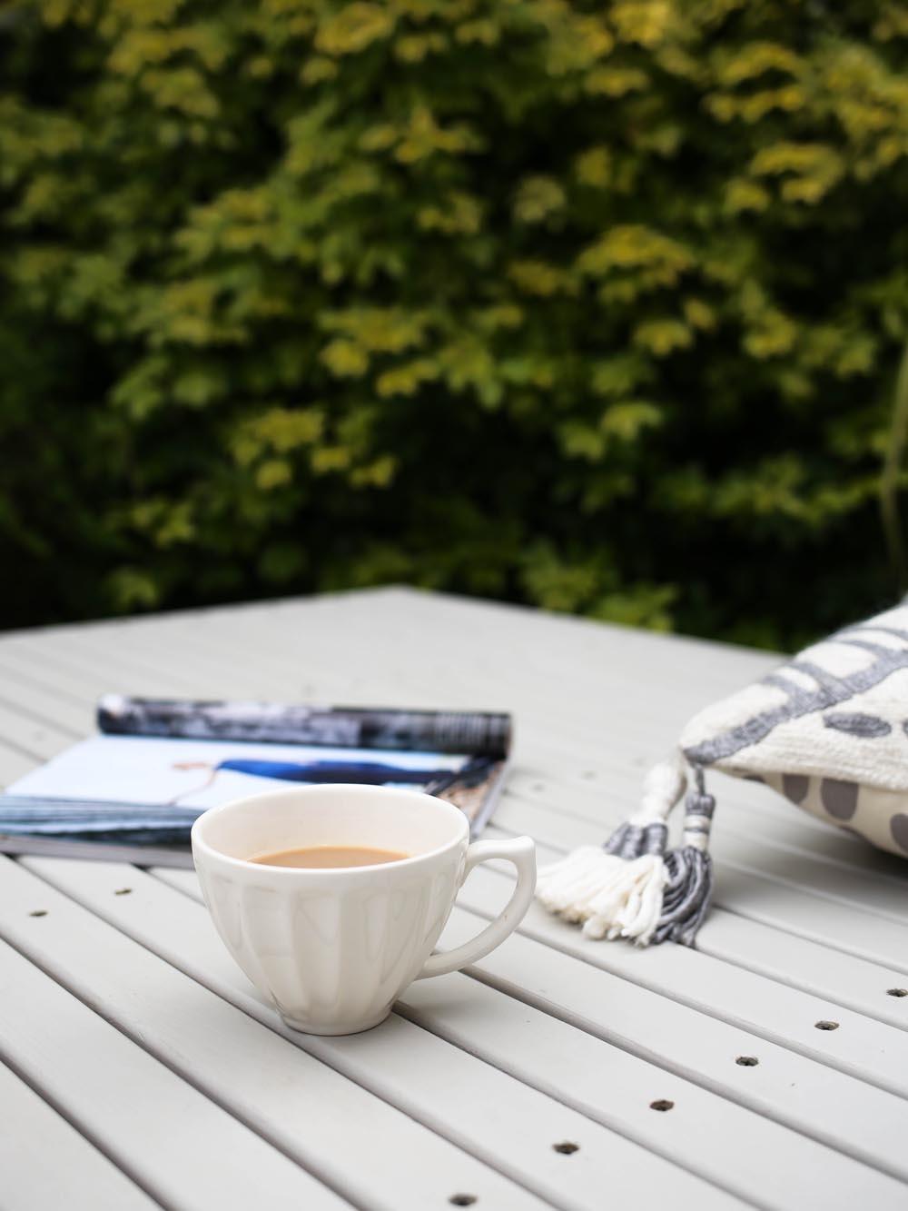 A cup of tea in the garden | Design Hunter