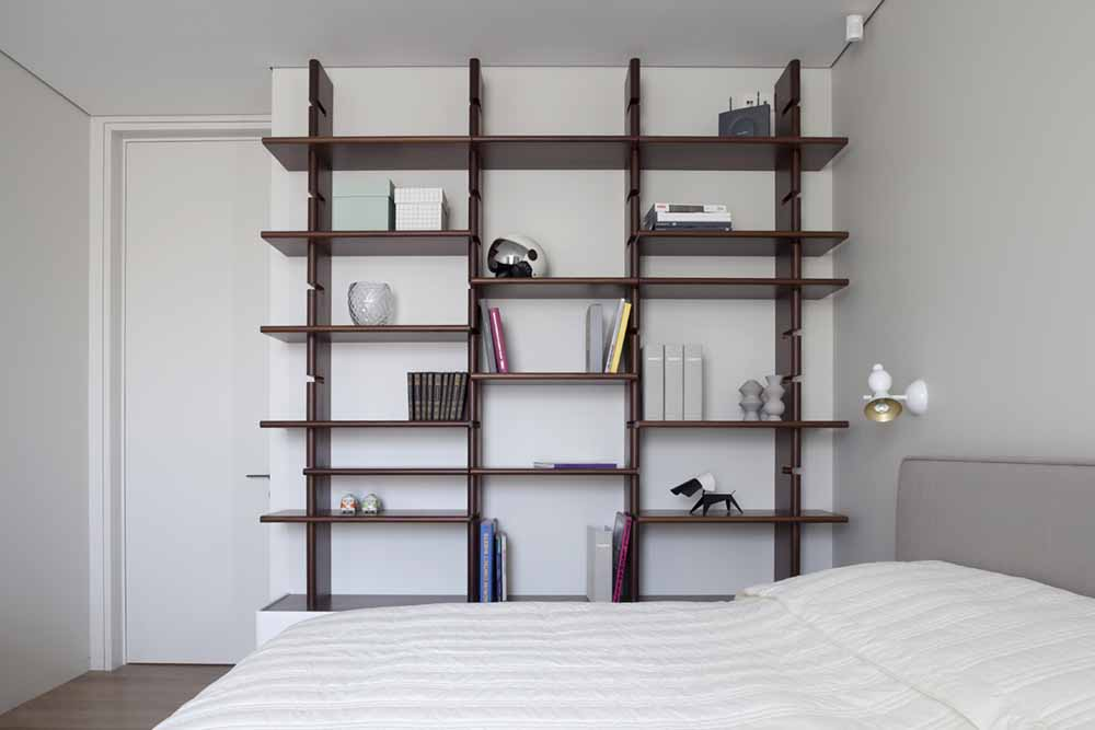 Wall shelving in Moscow apartment by FORM Architects