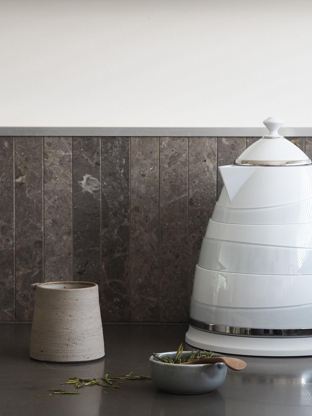 De Longhi Avvolta kettle