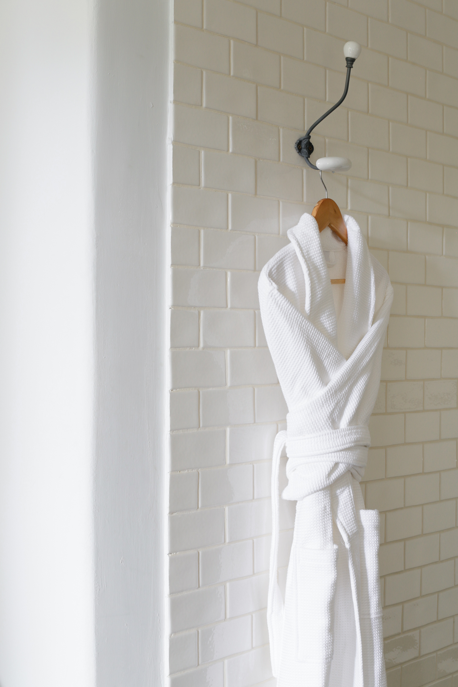 White waffle bath robe from The White Company | Design Hunter