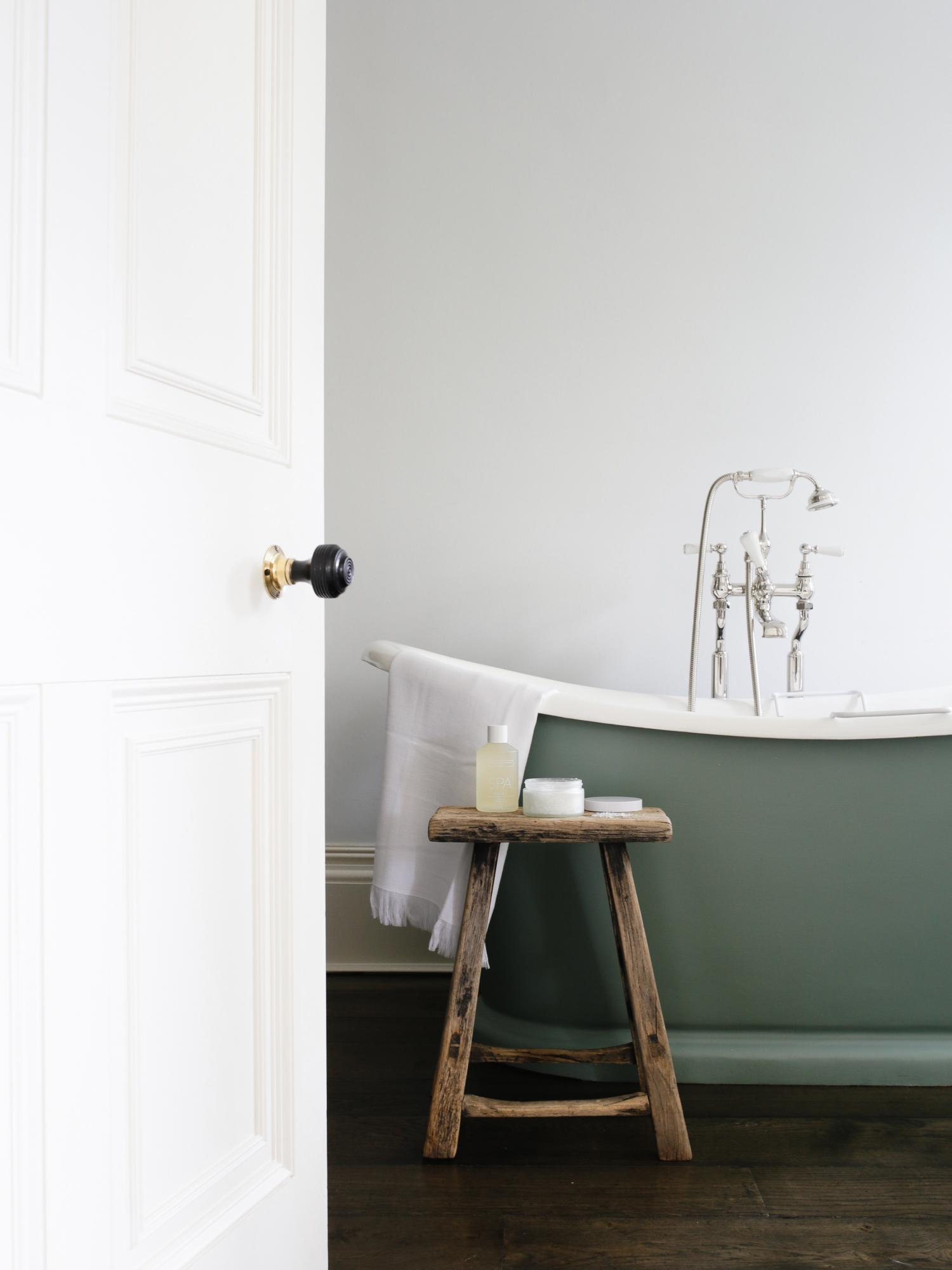 Luxury hotel bathroom   Design Hunter