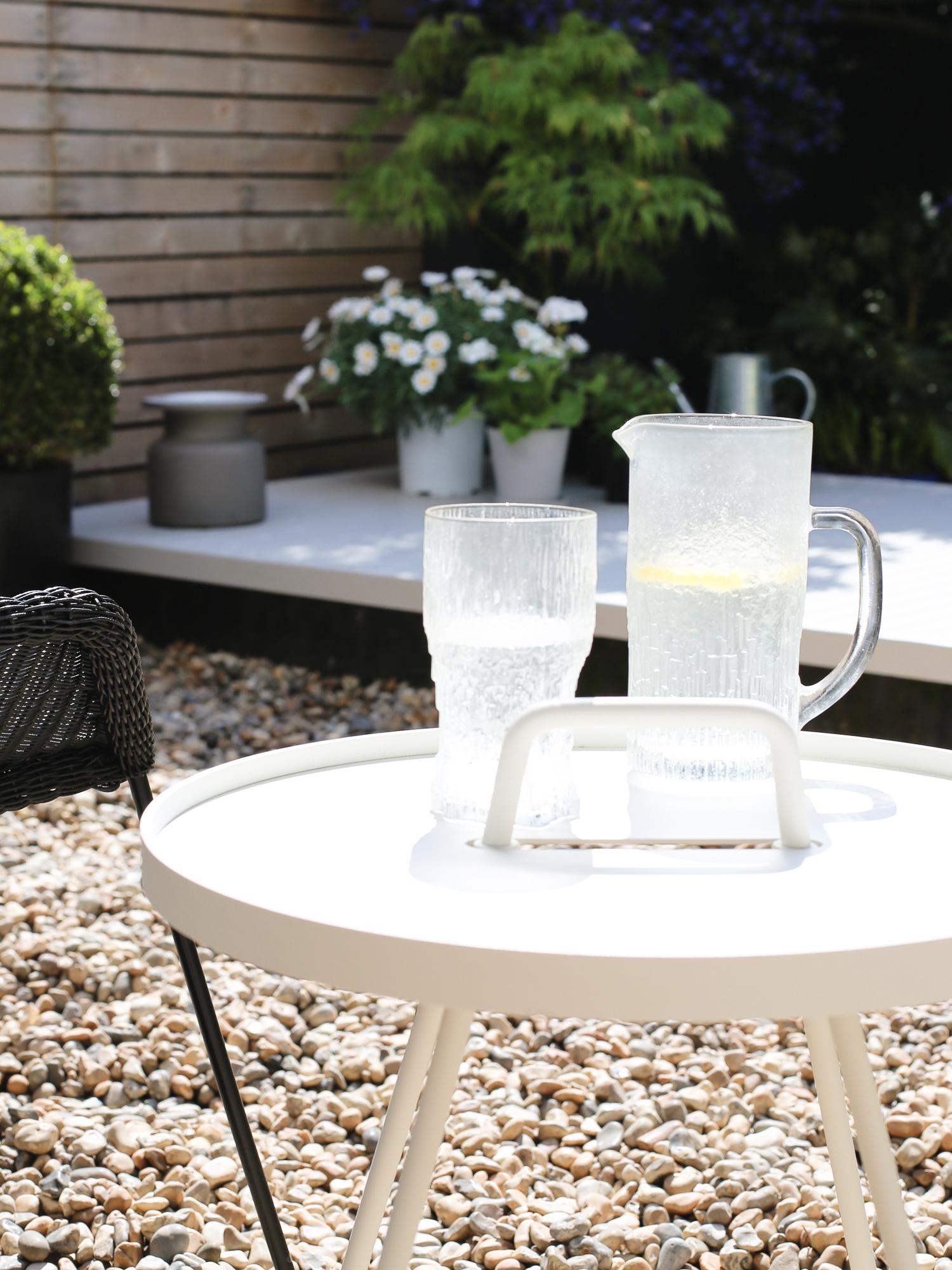 White Cane-line table | Design Hunter