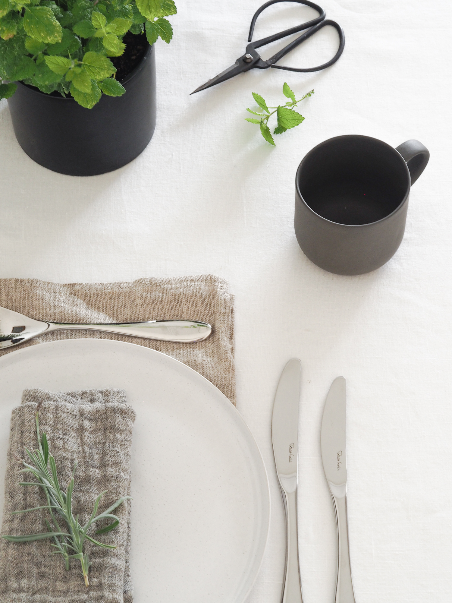The Bourton cutlery collection by Robert Welch | Design Hunter