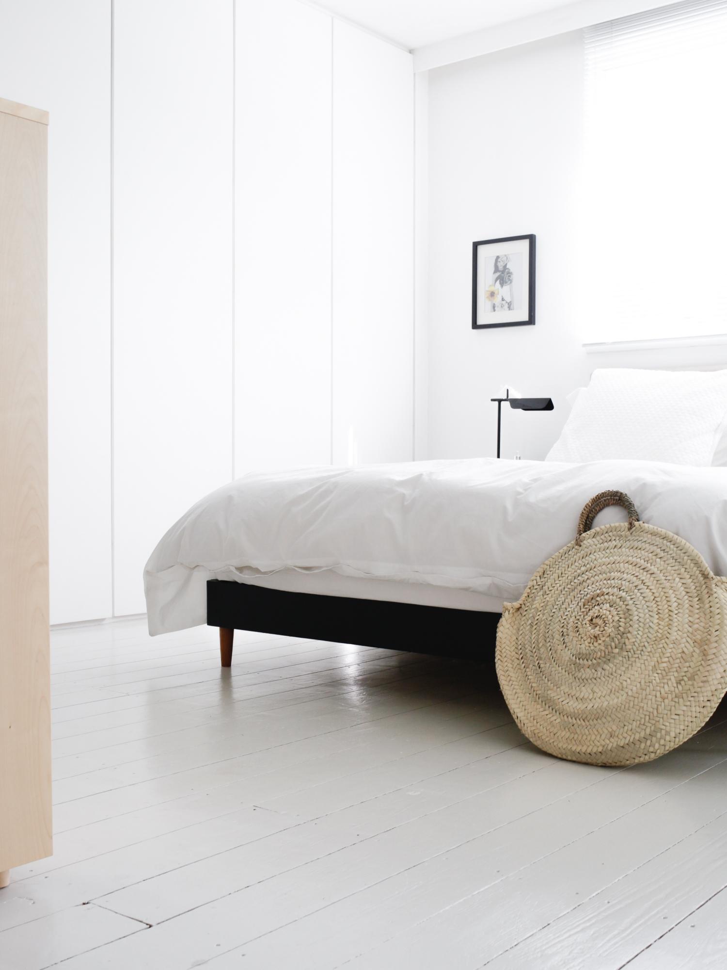 Minimal white bedroom | Design Hunter