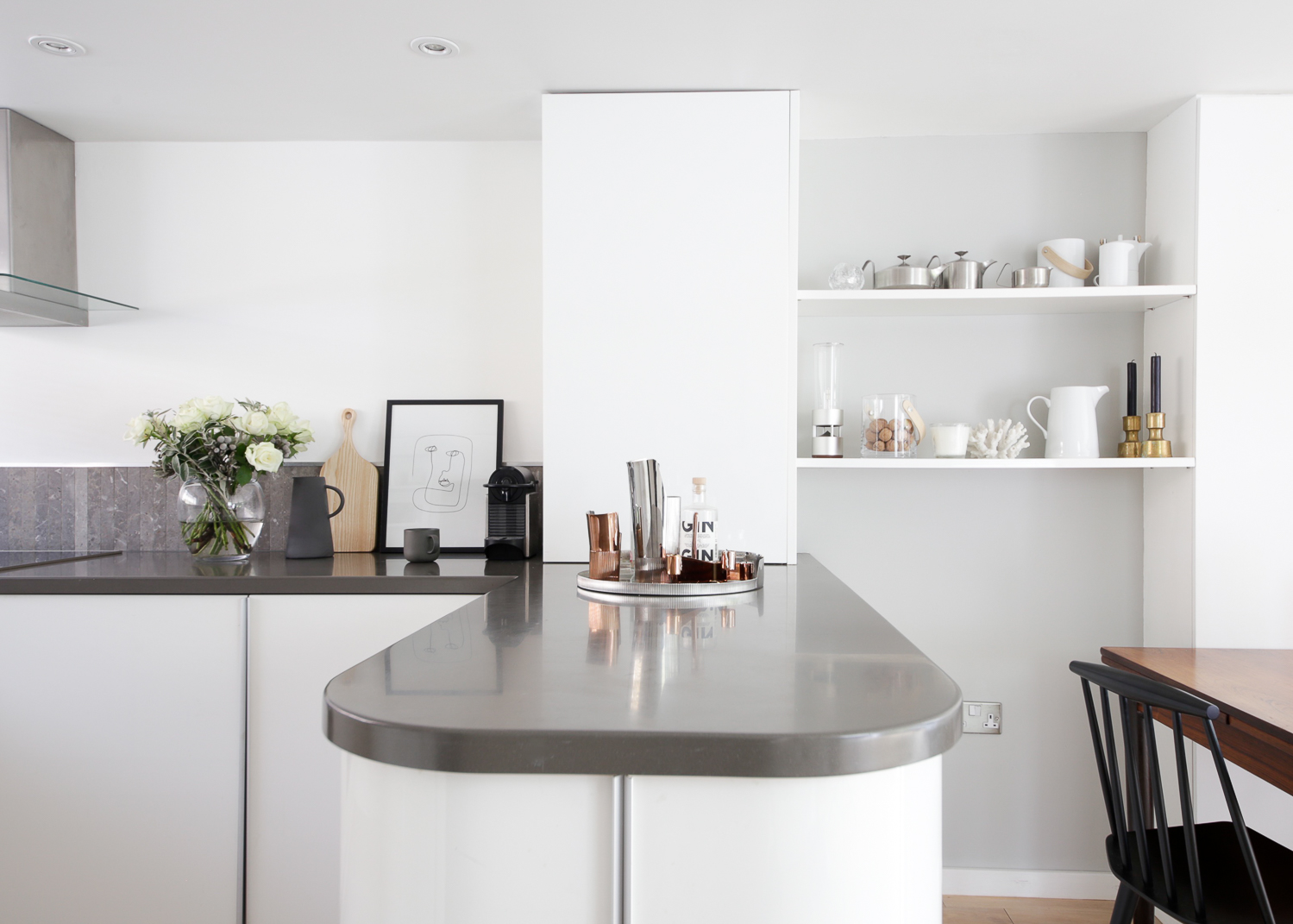 Modern kitchen and dining area with corian worktops | Design Hunter