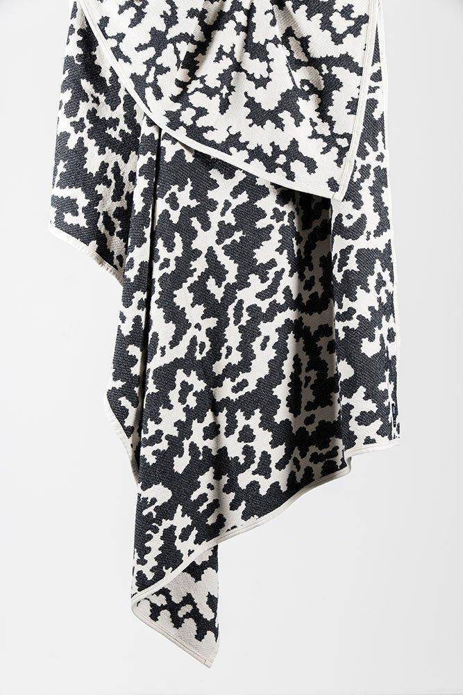 coopdps-cotton-blankets-towels-coopdps-africa-cotton-blankets-by-nathalie-du-pasquier-george-sowden-black-white-140-x-160cm-1_1024x1024.jpg