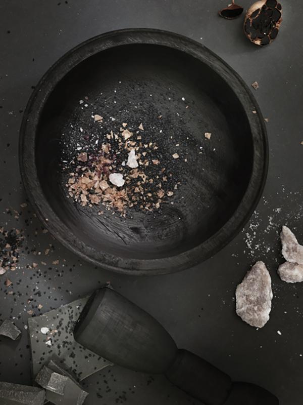 Kitchen trends 2019 - Caesarstone Dark Rituals 600px.jpg
