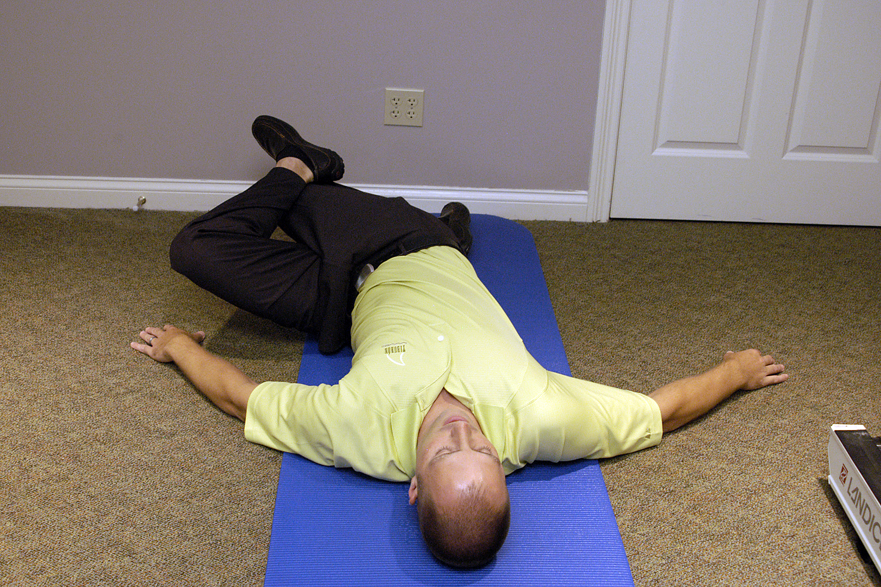 4. Repeat, this time rotate left, left foot on top of right knee, hold 10 seconds