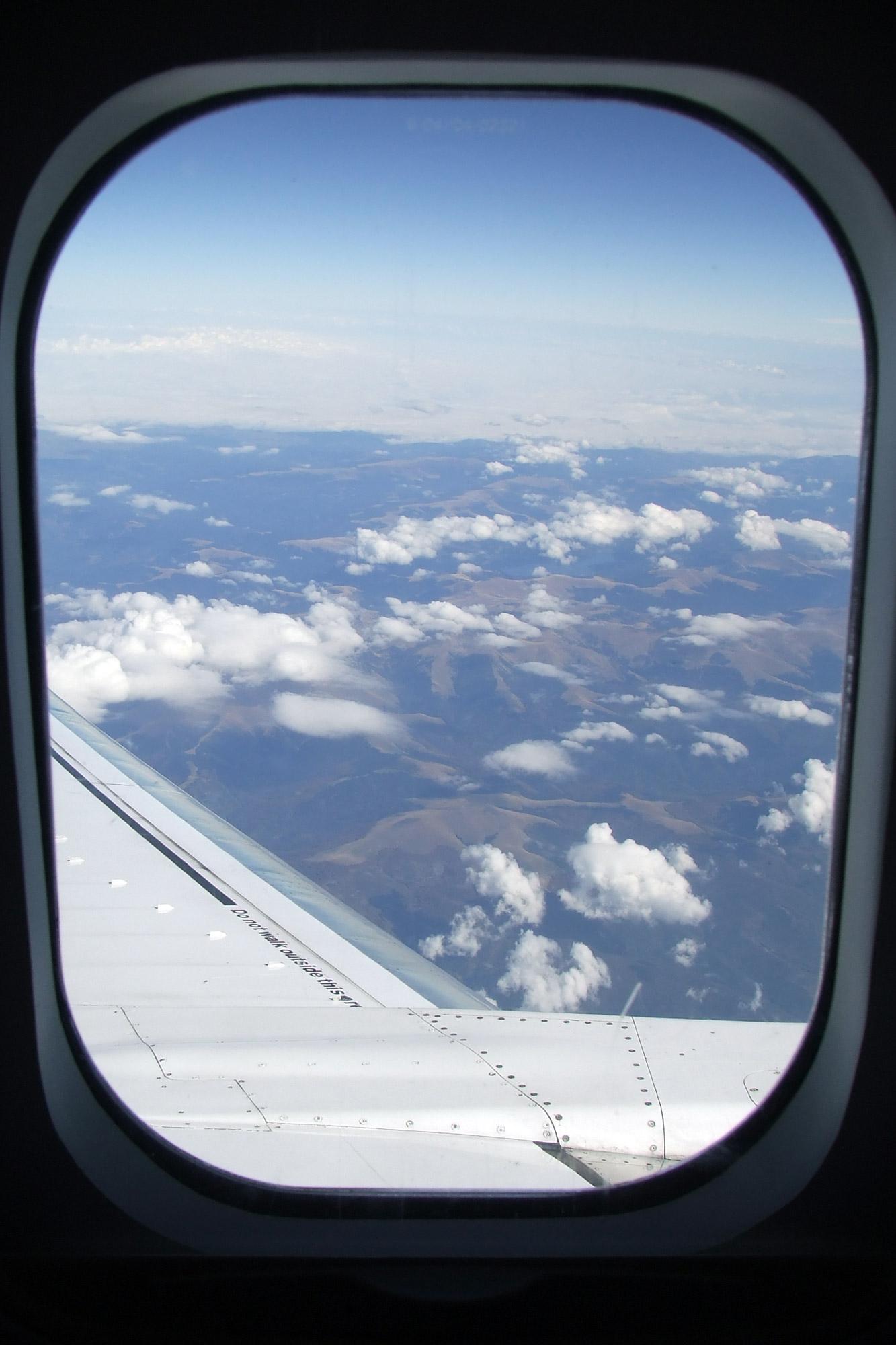 View-trough-airplane-window-in-flight1654.jpg