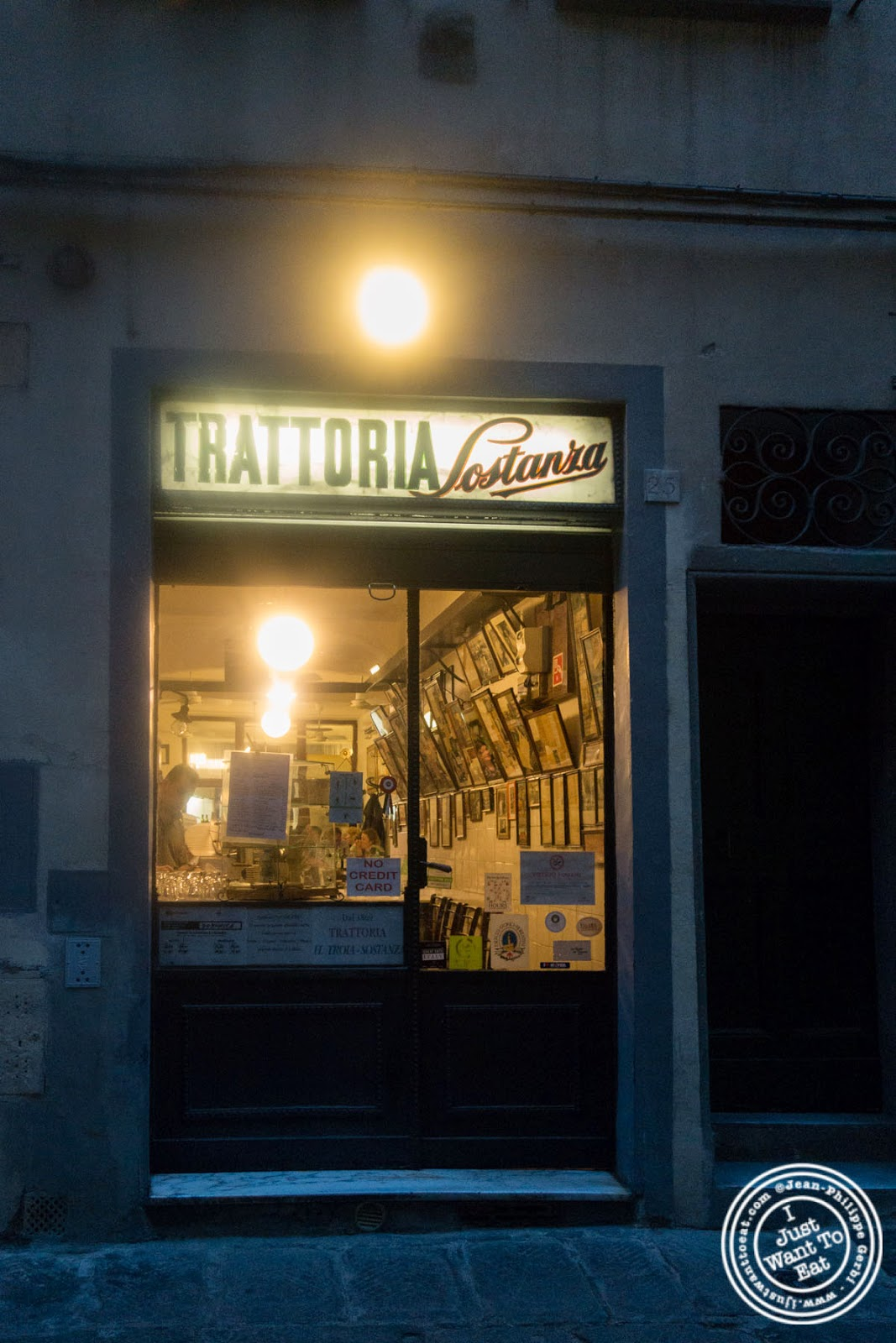 Trattoria Sostanza, communal dining in Florence, Italy