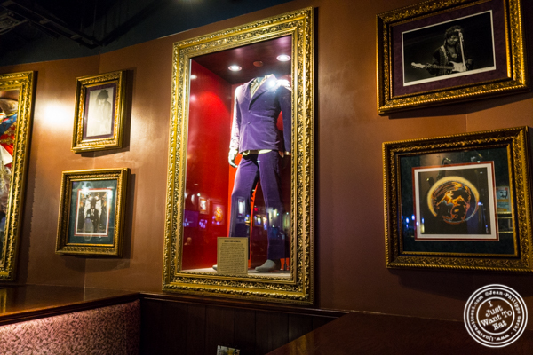 Jimi Hendrix'suit at Hard Rock Cafe in Times Square