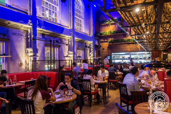 Dining room at Burger and Lobster in Times Square