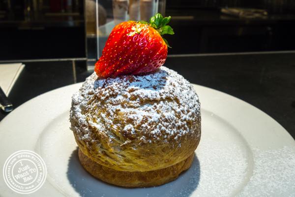 creme brûlée bun at Extraordinary Desserts in San Diego