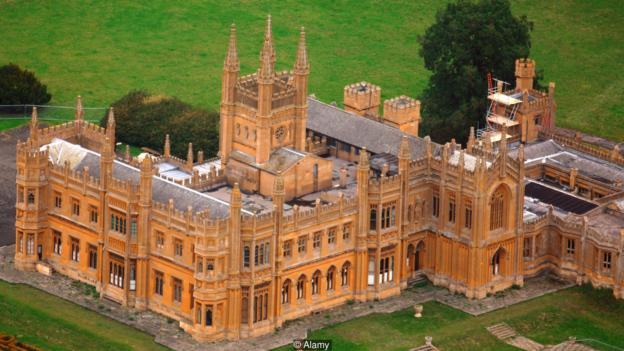 Up for a large project? Toddington Manor in Gloucestershire, UK, bought by artist Damien Hirst