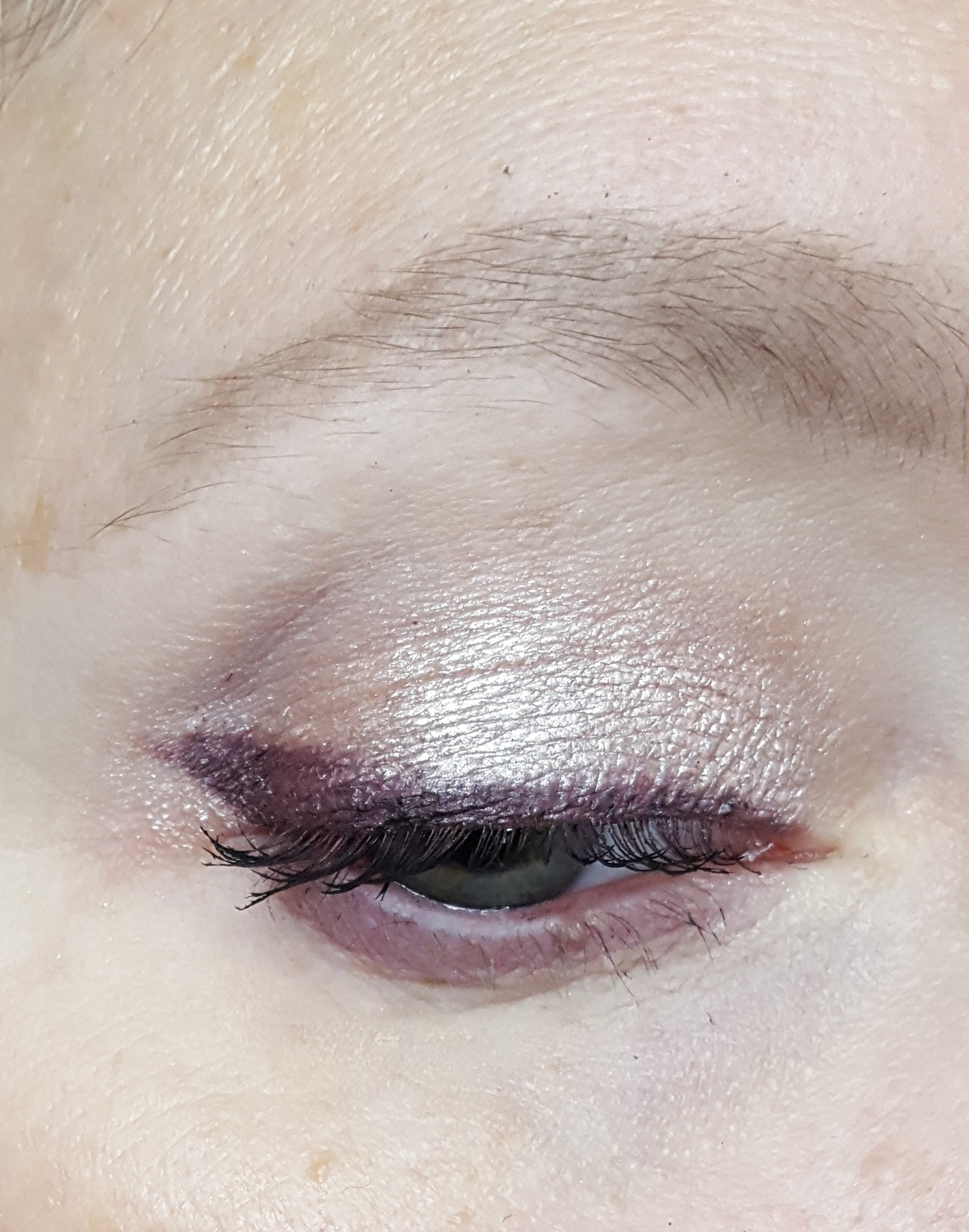 Tried to do a quick look with the shadow and liner so forgive the messy brow powder and mascara.