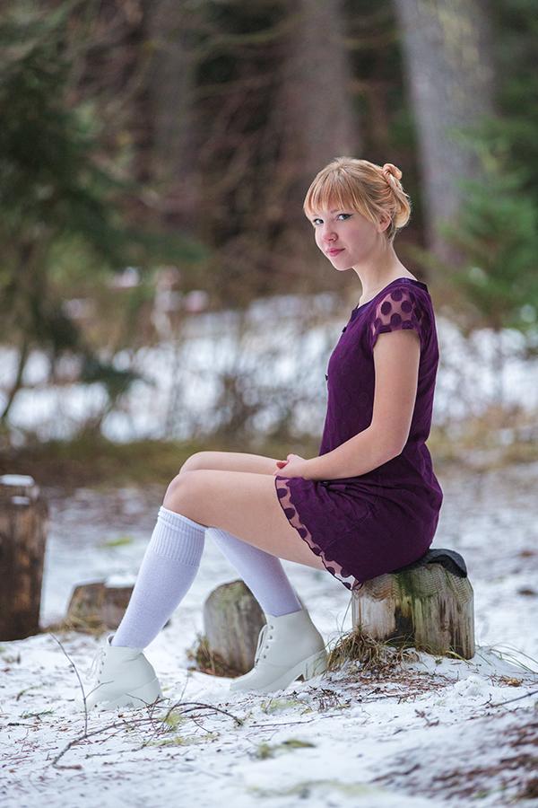 outdoor senior pictures - Albany, Oregon -snow-winter