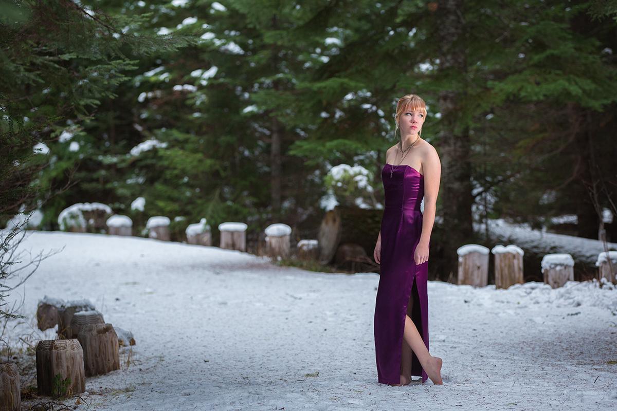 outdoor senior portraits- Albany, Oregon - snow - winter