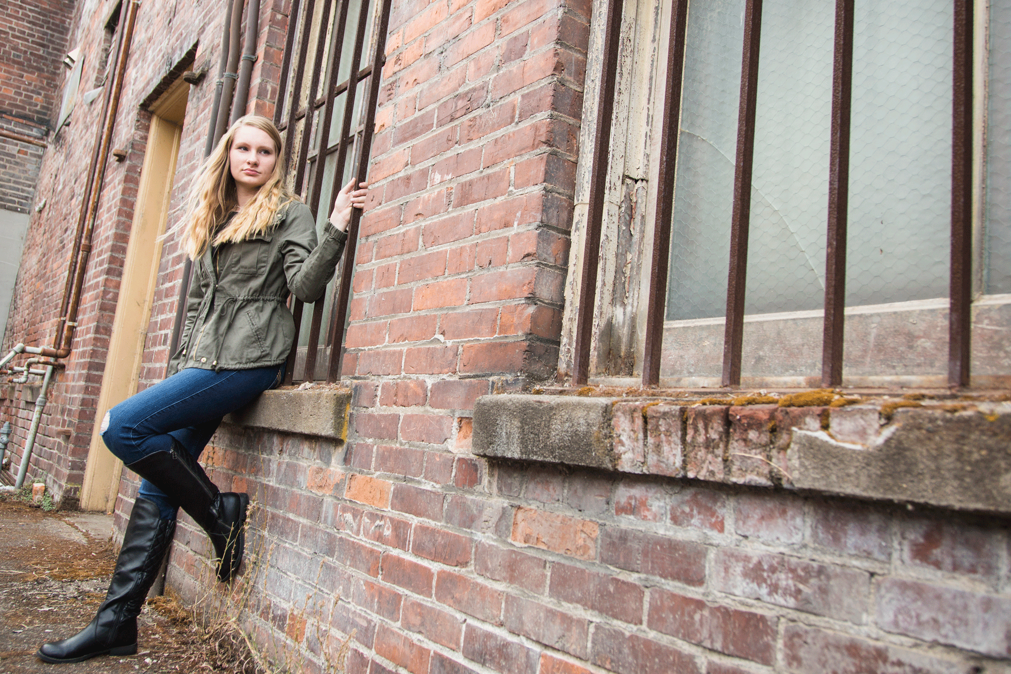 outdoor senior portraits-Albany, Oregon-grunge pictures