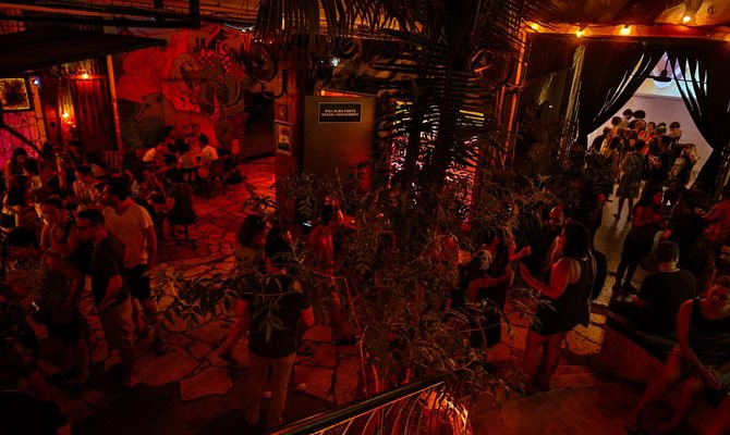 This club has it all: great atmosphere, plants, and energetic music.