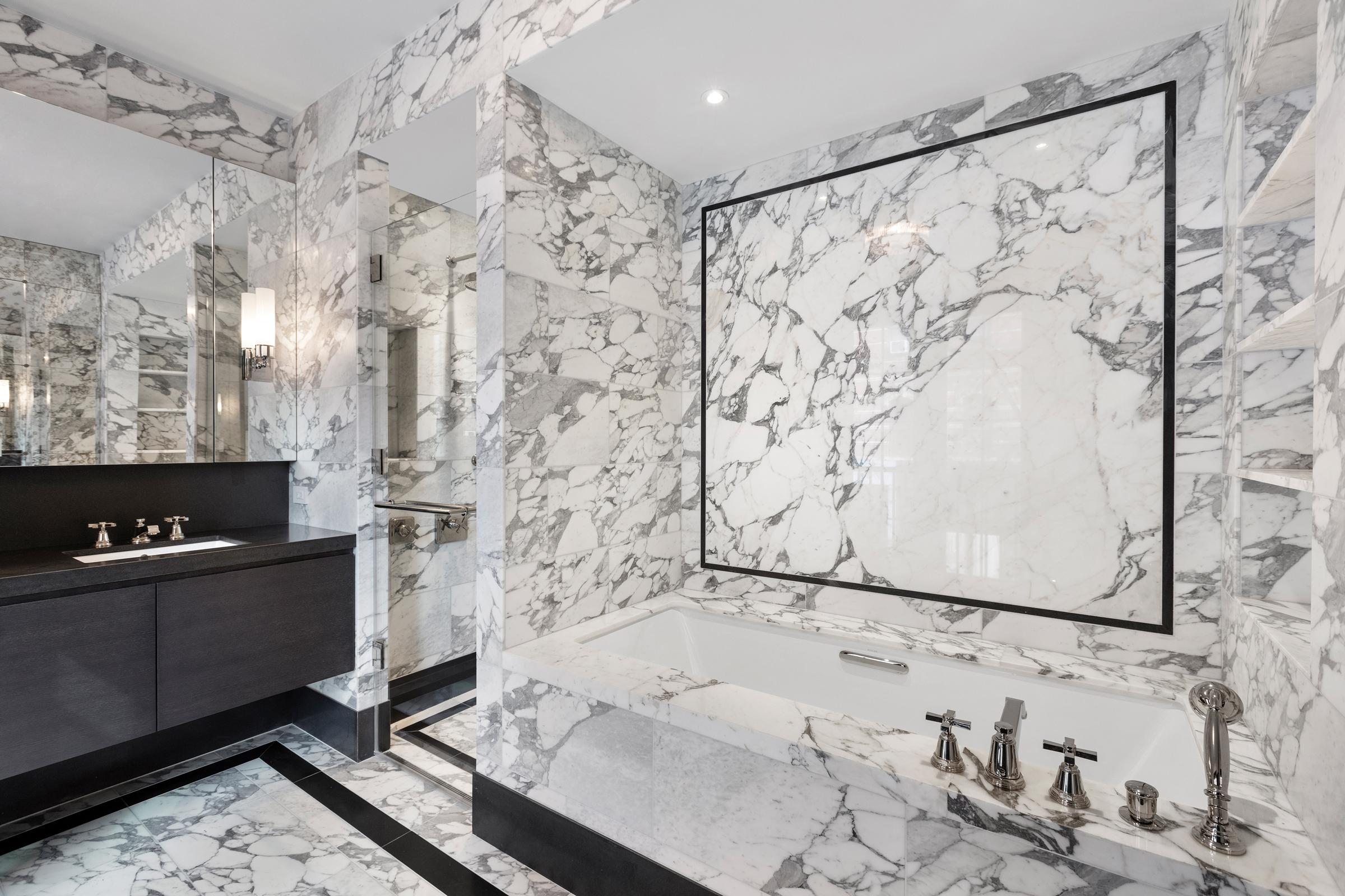 Thompson_Main-Bathroom3.jpg