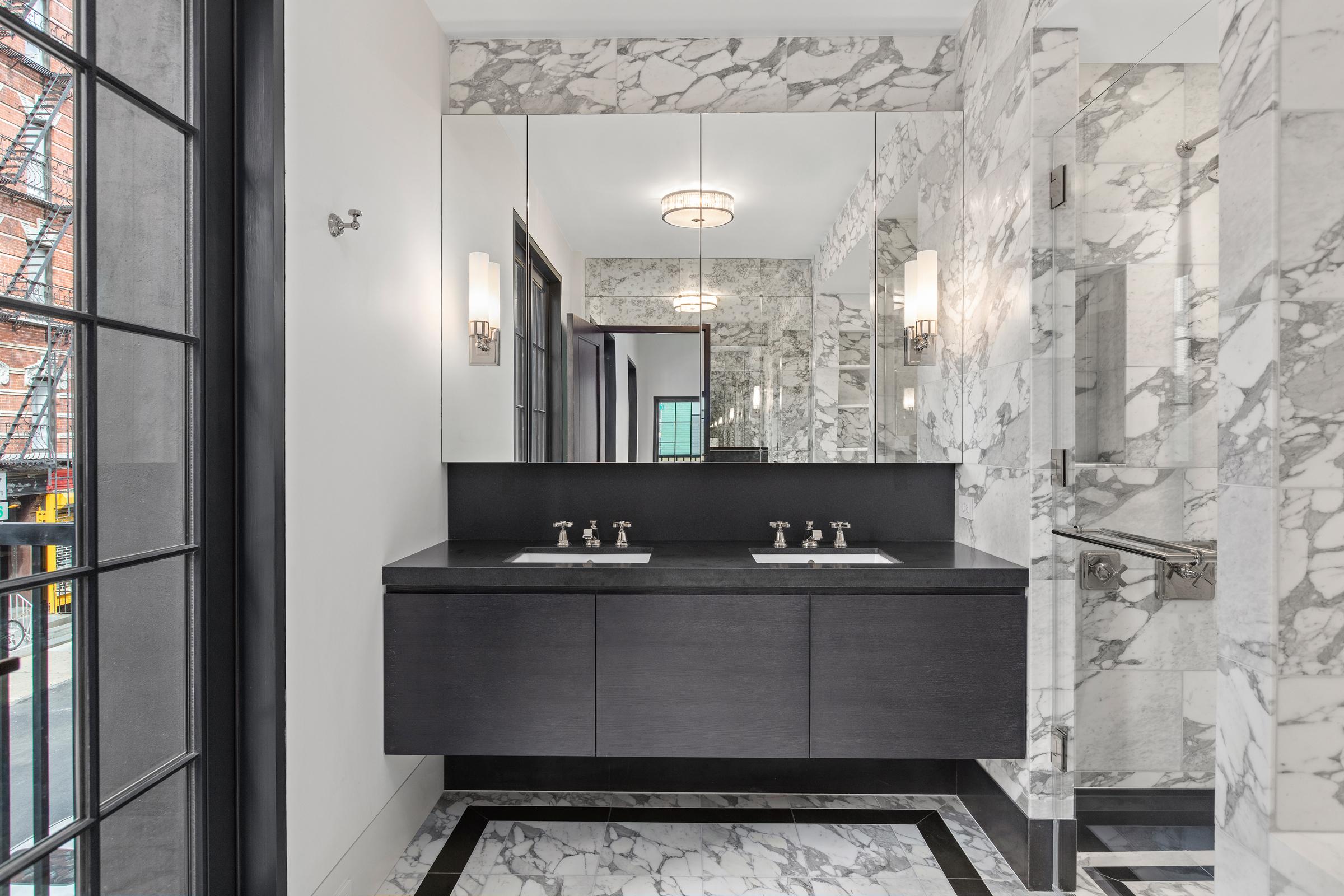 Thompson_Main-Bathroom2.jpg