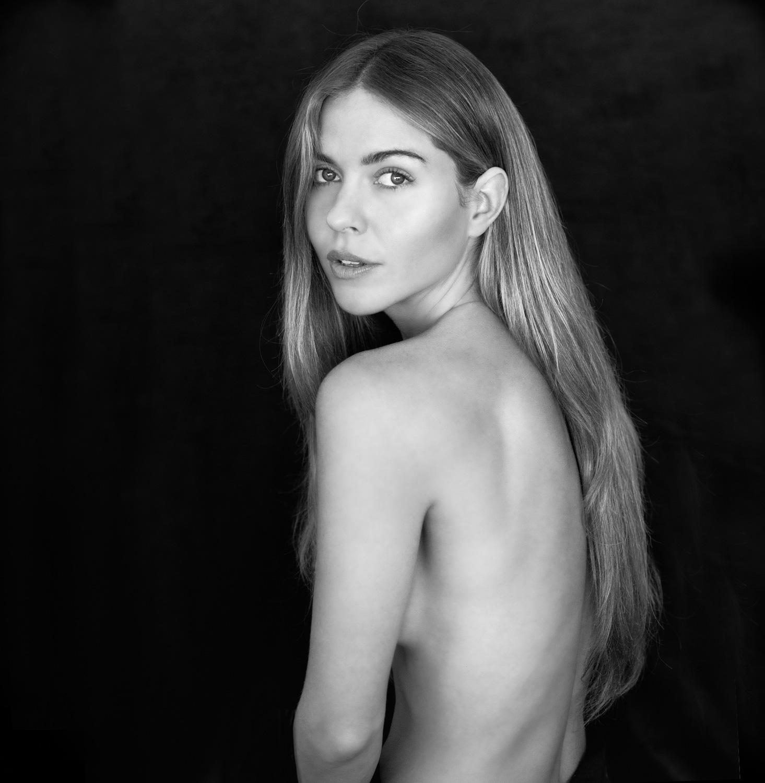 Model-Natural-beauty-BW.jpg