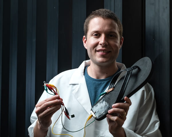 Triboelectric nanogenerator on slipper