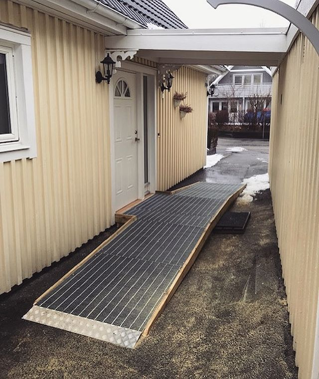 Anpassning av tillgänglighet till entré #bostadsanpassning #ramp #rullstol #bygg #stockholm