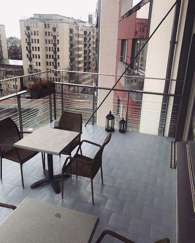 Höjning av golv. Här har vi lagt ett excellent golv från Kvistberga för lättare tillgänglighet till balkong #bostadsanpassning #balkong #bygg #golv