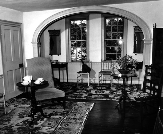 The federal-style arch in the long room.