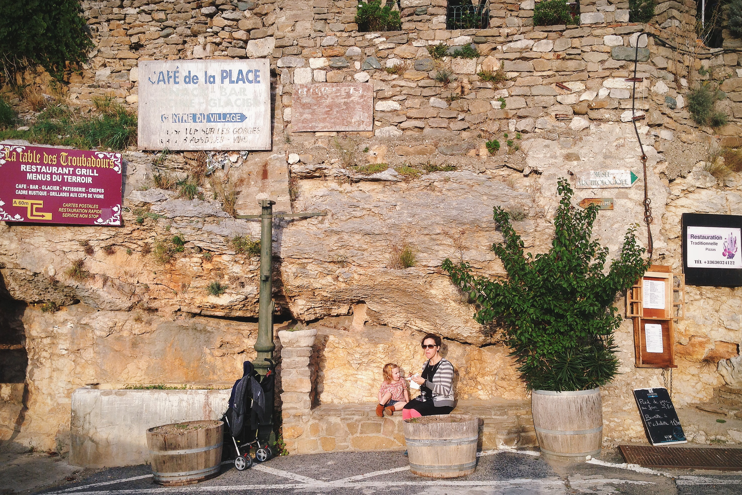 Crepe and signs. Minerve
