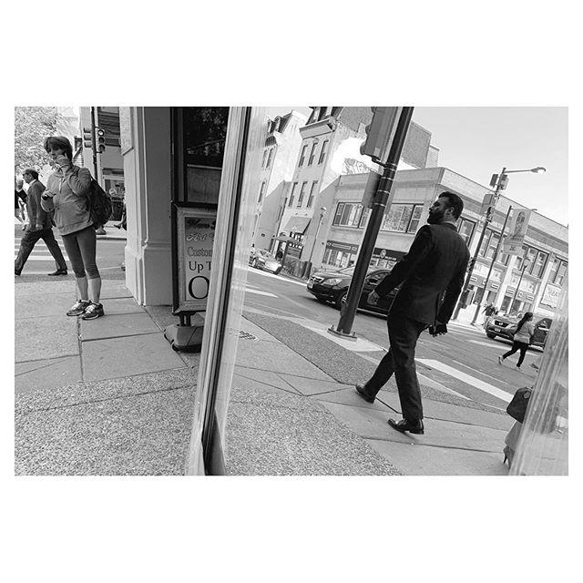Chestnut St. Philadelphia. . . . #fujifilm  #x100f #streetphotography #everybodystreet #friendsinperson #challengerstreets #photoobserve #myspc #life_is_street #capturestreets #friendsinstreets #streetphotographerscommunity #spicollective #framed_legit #human_in_geometry #lensculture #zonestreet #streets_storytelling #storyofthestreet #lensonstreets #magnumphotos #apfmagazine #eyeshotmag #myfeatureshoot #streets_unseen #lightbox #thestreetrover #nonstopstreet #bnw