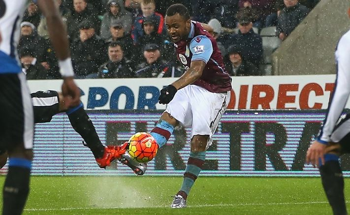 Jordan Ayew | Fotografía: Aston Villa FC