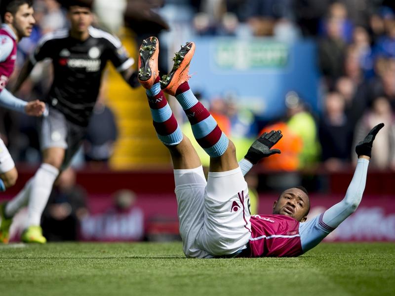 Jordan Ayew, protestando una acción | Fotografía: Aston Villa FC