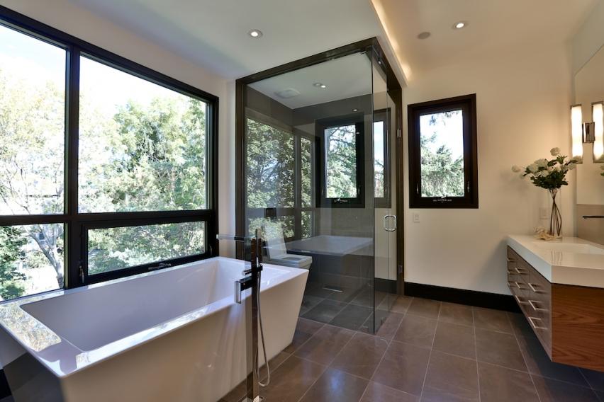 23_Master Bathroom.jpg