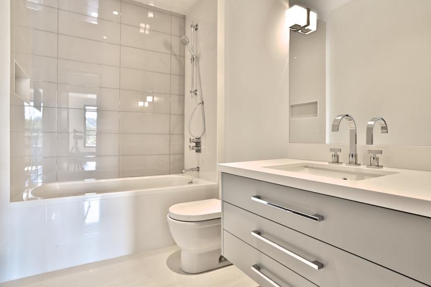 26_Bathroom3.jpg