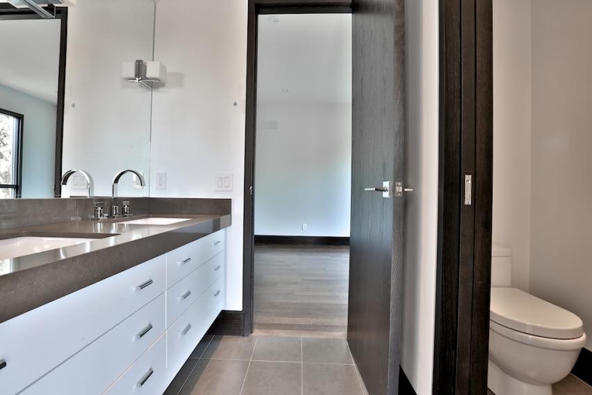 27_Bathroom4.jpg
