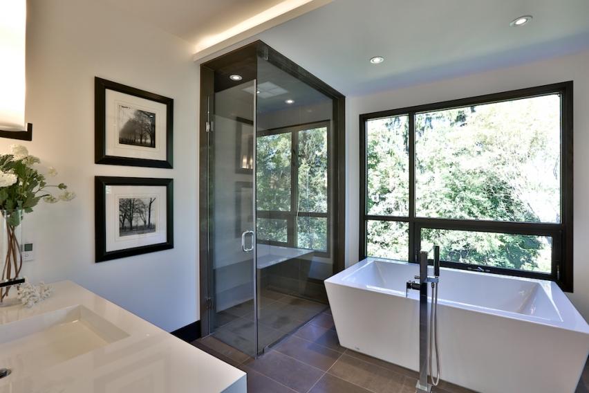 24_Master Bathroom.jpg
