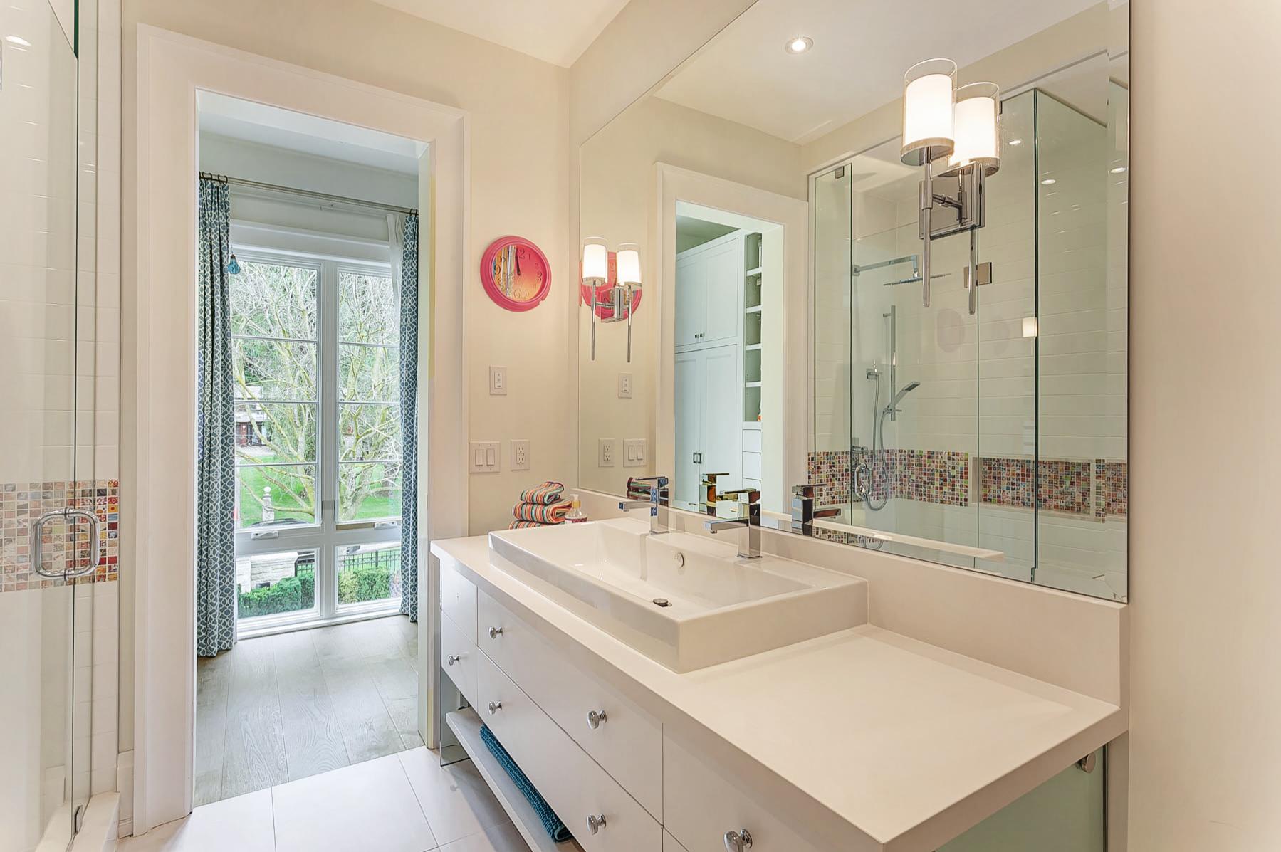 39_Kids_Bathroom.jpg