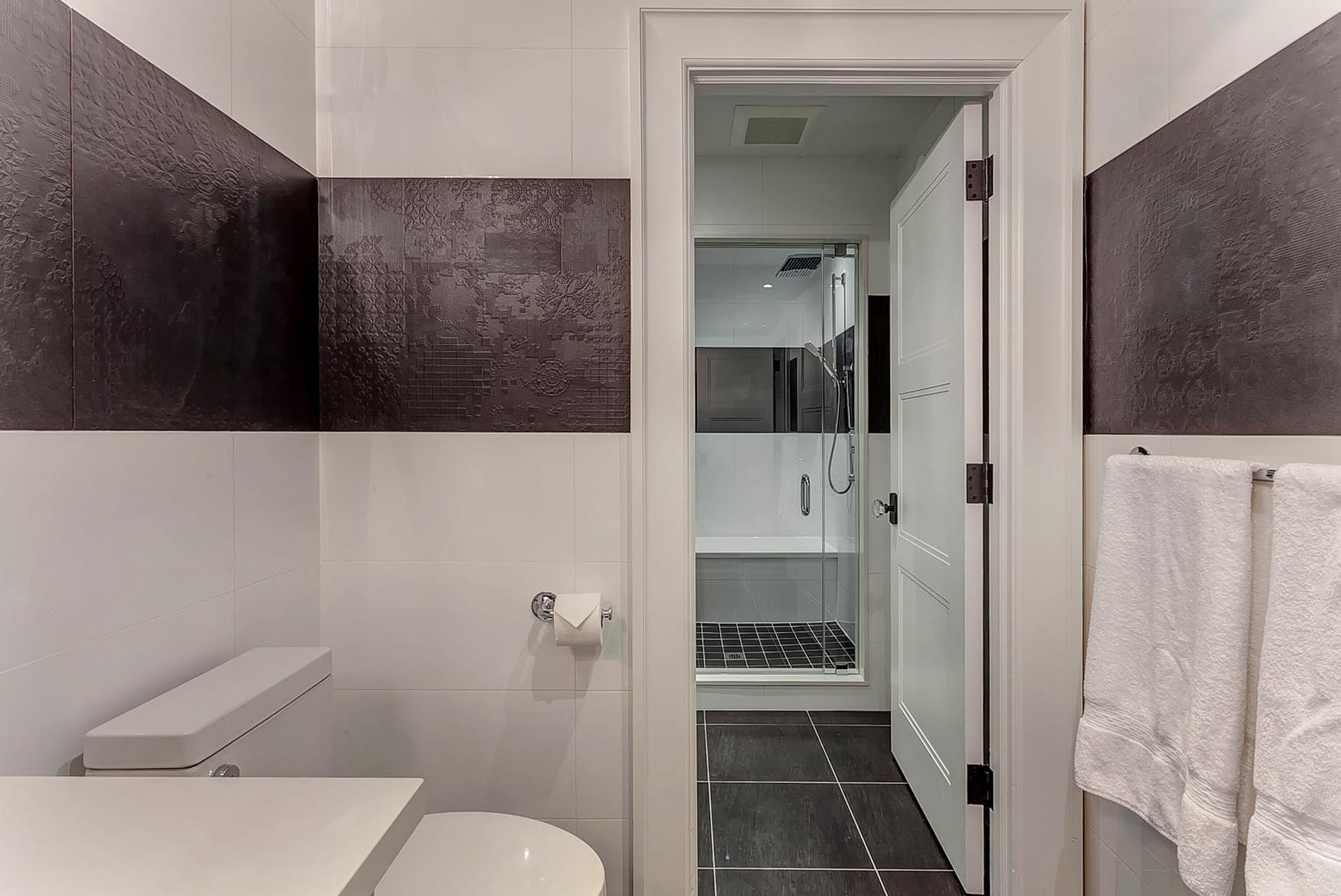 51-Bathroom.jpg