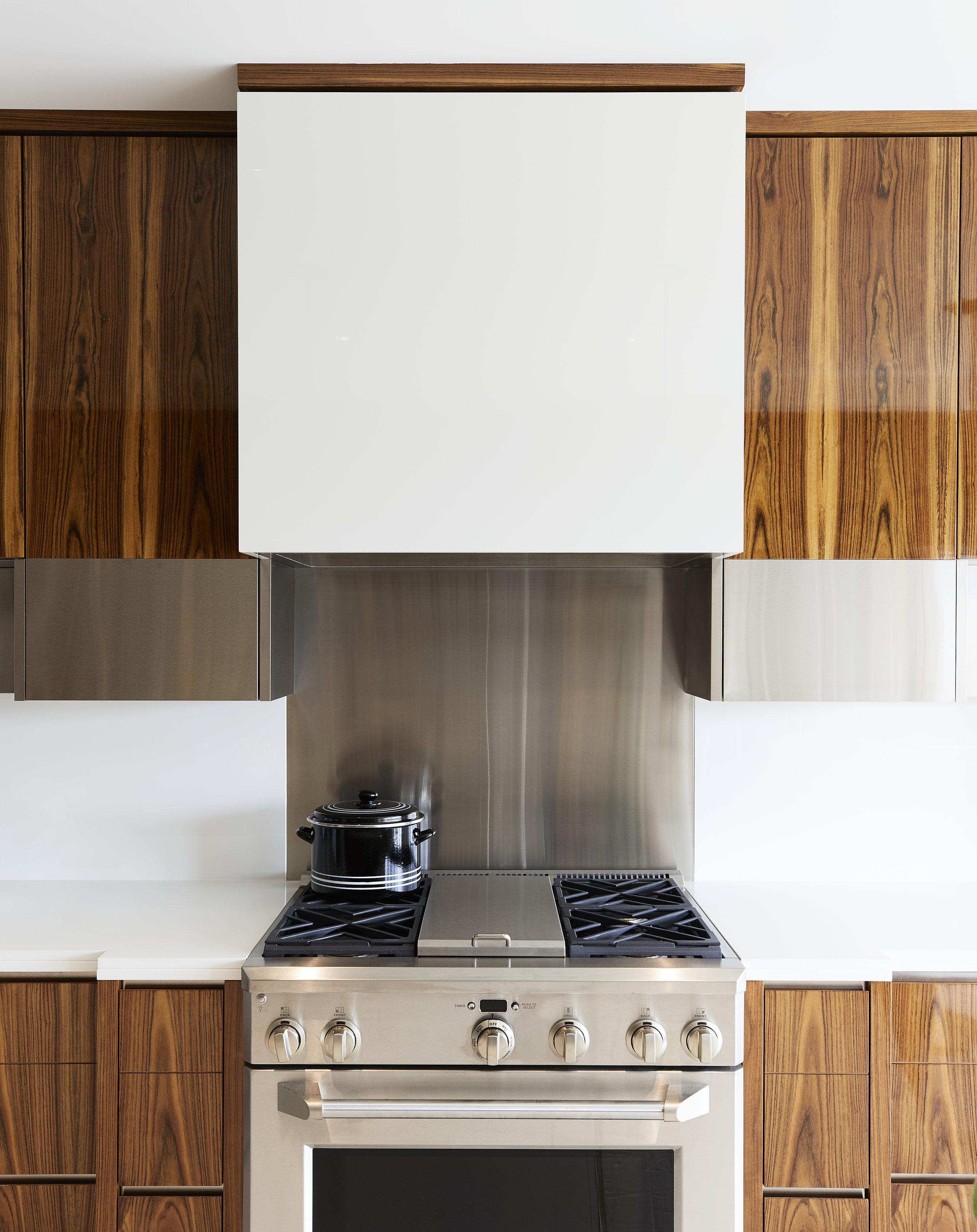 7_Kitchen_Stove.jpg