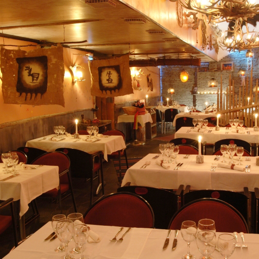 saaga-downstairs-dining-room1-800x600.jpg