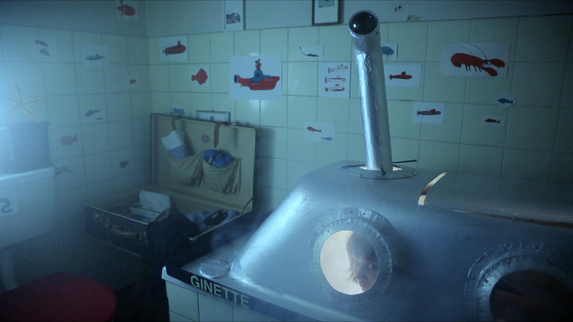 ginette dans sous-marin