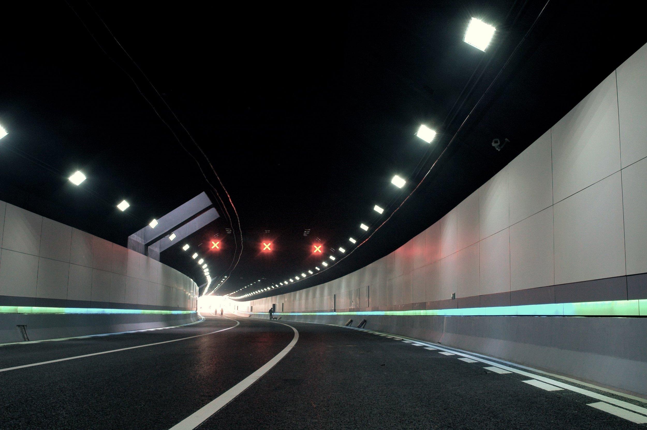 tunnel 1.jpg